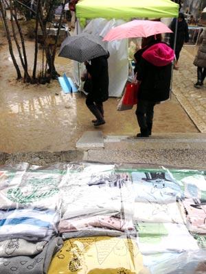 雨の手づくり市