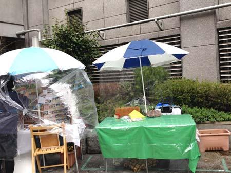 雨のアートフリマ